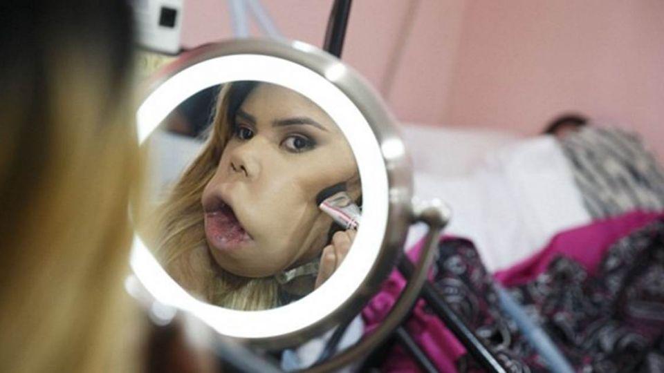 不怕被笑像猴子!網紅女孩「手語教美妝」10萬人追蹤