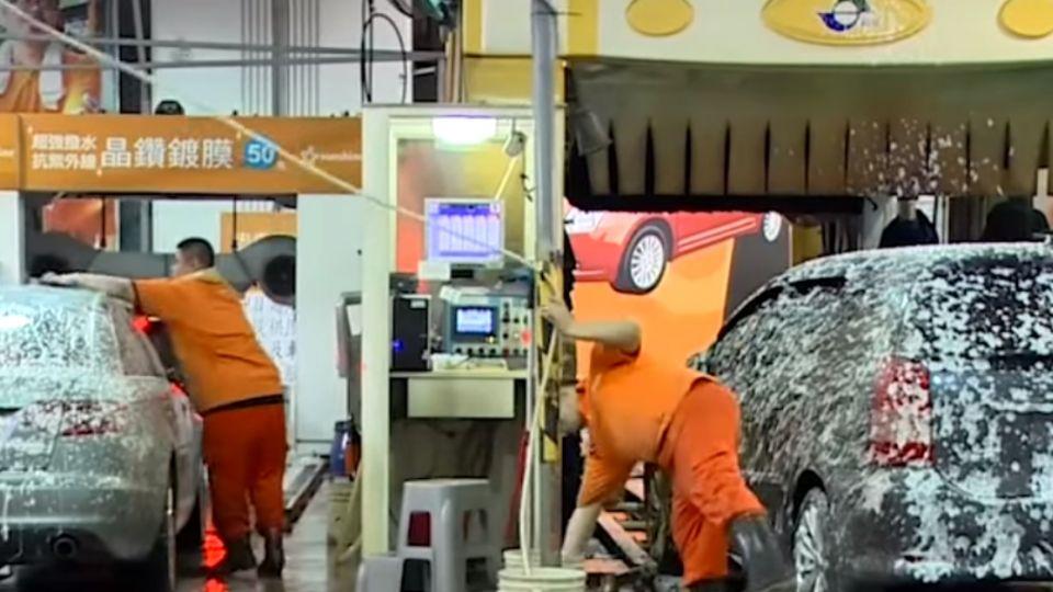 隧道式洗車機vs.往復式洗車機 洗車方式大不同