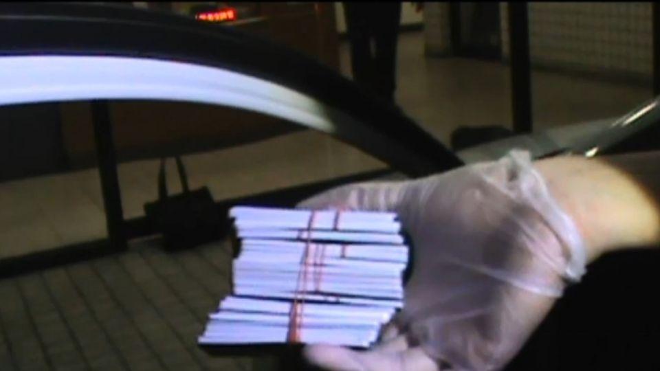 盜領血汗錢「車內亂扔」 踏墊、包包搜出88萬