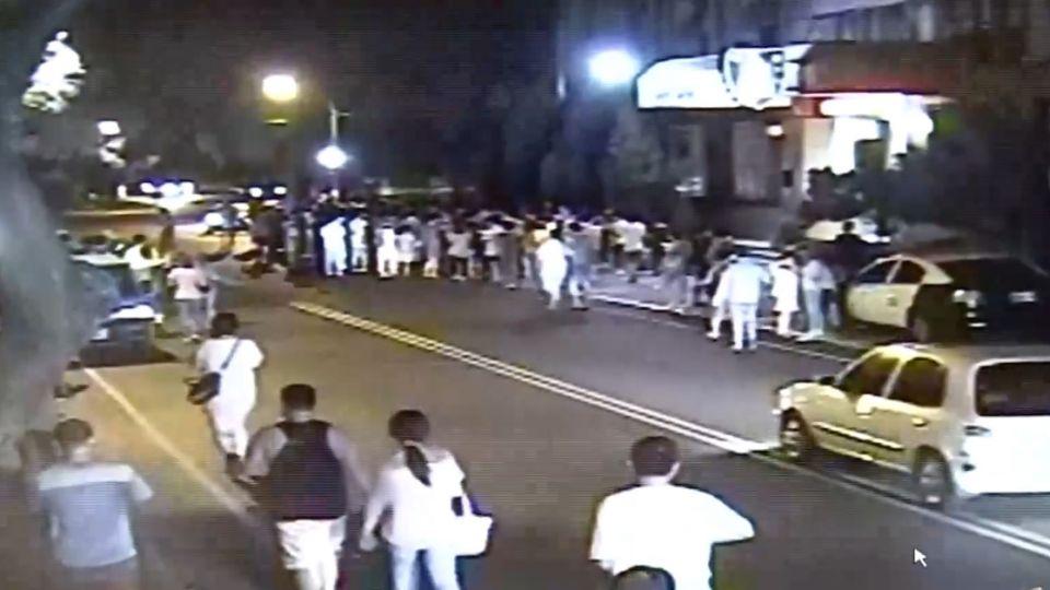 衝啊!200多人包圍警局 「妙蛙花」引來的!