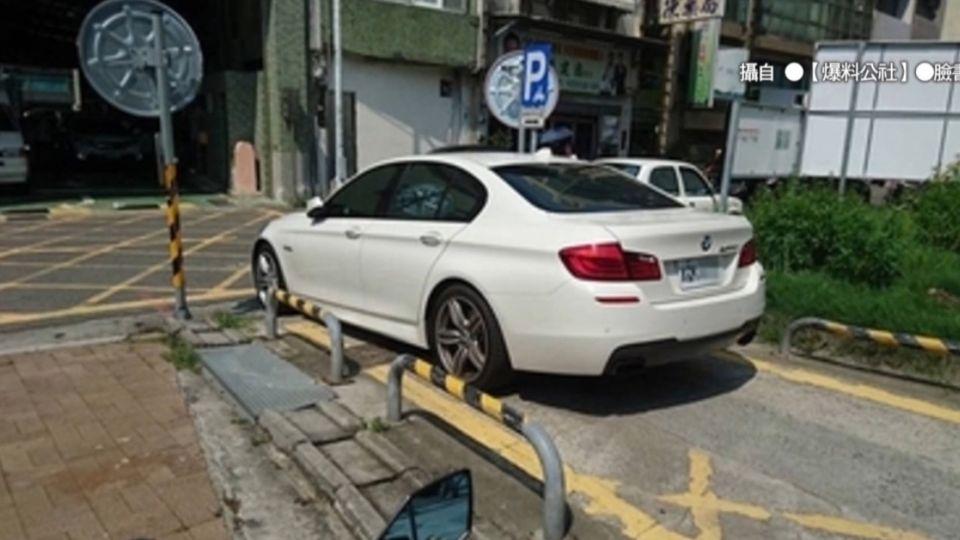 名車擋停車場通道 網友轟「有錢任性」