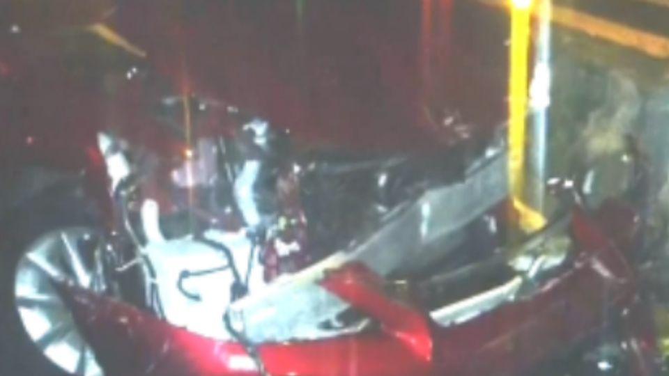 酒測值1.0! 鎢鋼大王千金 酒駕連撞公車、Jaguar、BMW