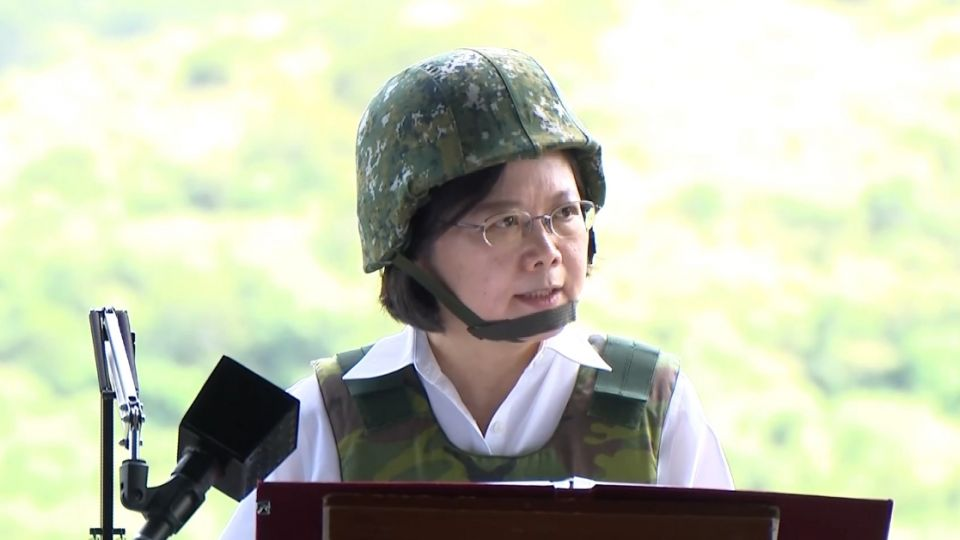 史上首次女統帥校閱!蔡總統:單兵裝備優先提升