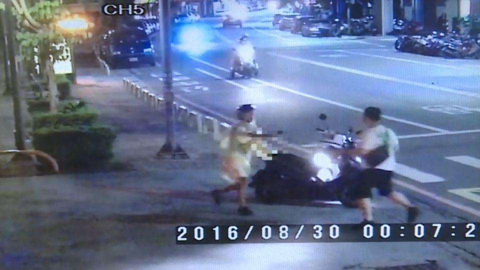 為了5200元酒錢!嫌犯騎車穿雨衣 狠砍3刀