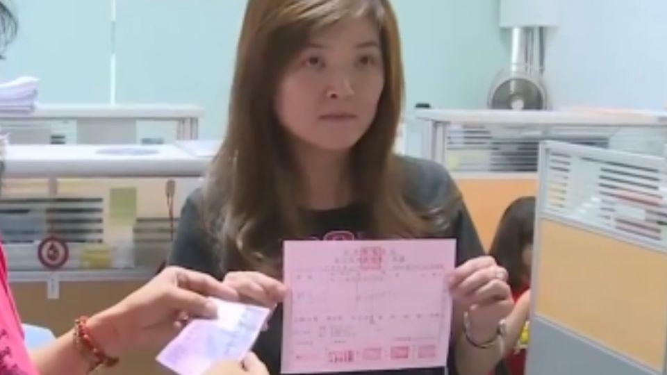 苗議員謝芳紋持毒質詢 繳兩萬罰鍰不後悔