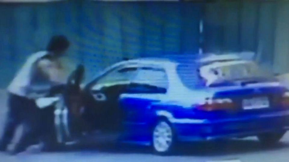 開贓車邊吸毒恍神 撞機車又撞護欄遭逮