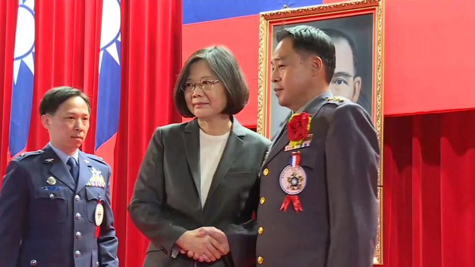 蔡總統鼓勵軍人上街 李文忠嗆:違反國防法