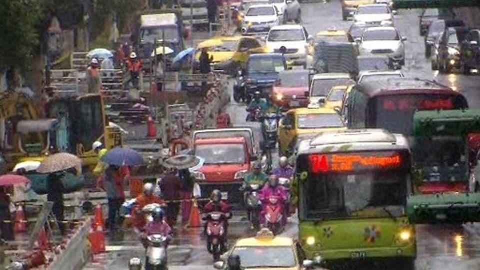 駕駛注意!白天也要開車燈 交通部:明年元旦上路