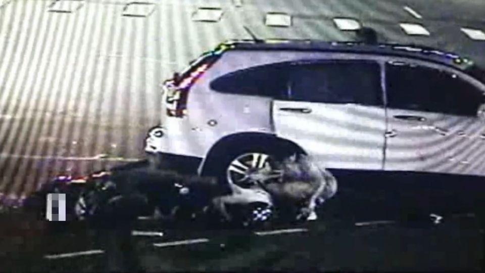 騎士直行撞轉彎車 飛起重摔「警」急到場