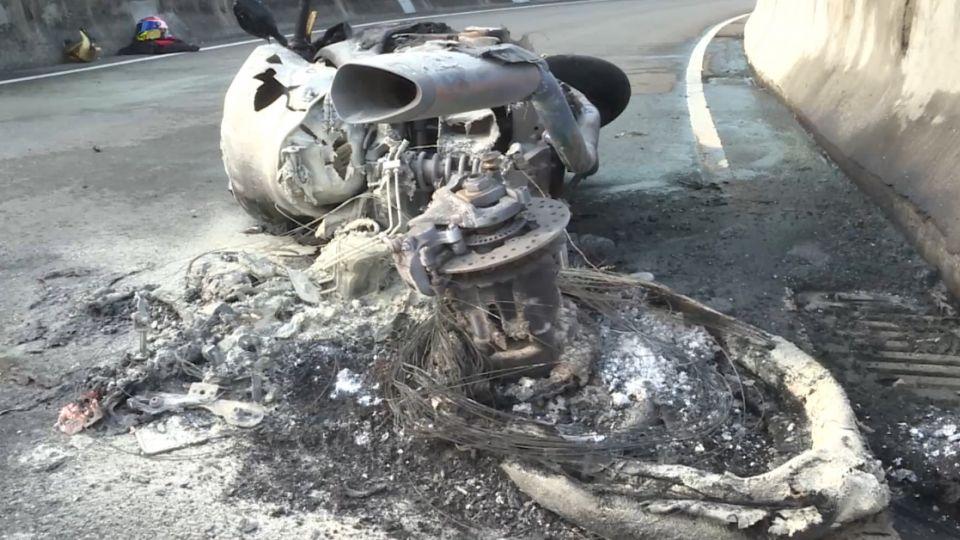 驚! 知名重機竟自燃 瞬間燒成廢鐵