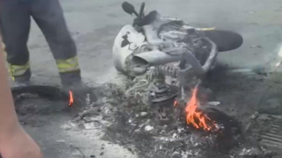 知名重機竟自燃 瞬間燒成廢鐵