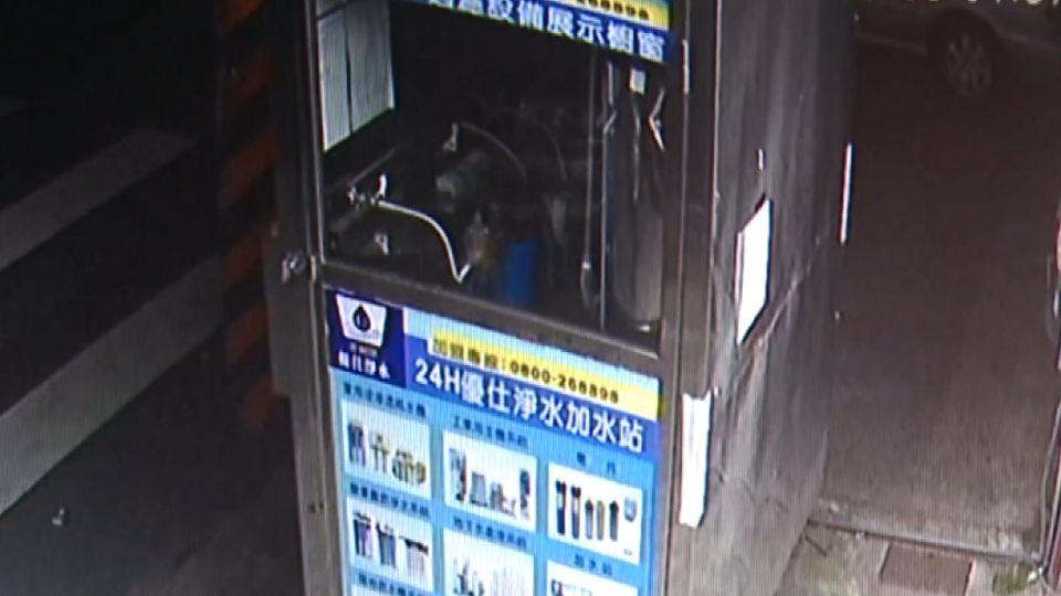 熟練!賊偷自助洗衣店 輕鬆卸零錢箱偷錢
