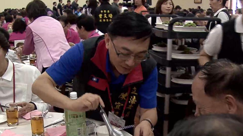 國民黨全代會吃梅花餐 副主席捐錢認桌