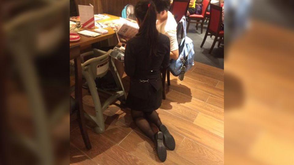 服務生裙裝「跪著」點餐 員工:別大驚小怪