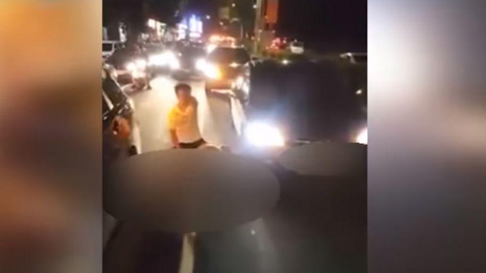 墜樓現場錄影罵警 消防員痛心「民眾圍觀拍照」