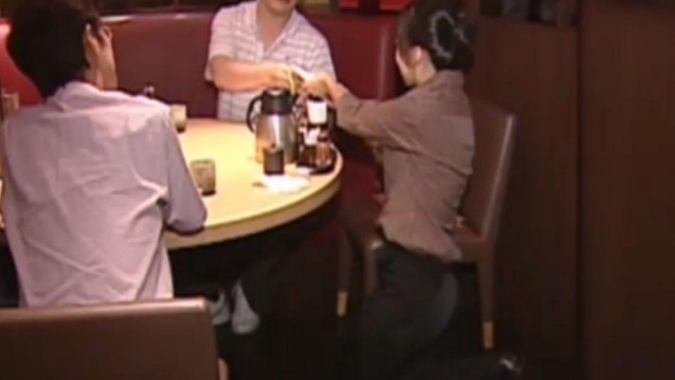 點餐直擊!牛排店「蹲著點」 日式料理「用跪的」