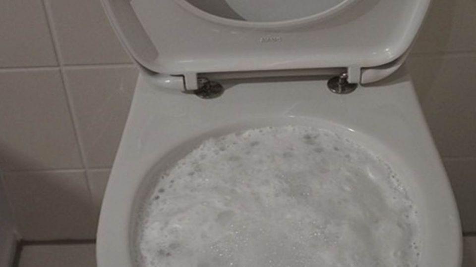 嬤用漂白水洗廁所 差點「黃泉路前走一遭  」