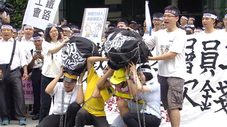 抗議血汗工時!台鐵400人恐影響秋節疏運