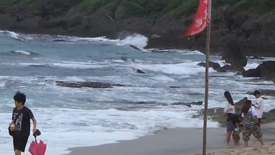 白沙灣風浪強驅離 陸客硬下水稱:想游回大陸