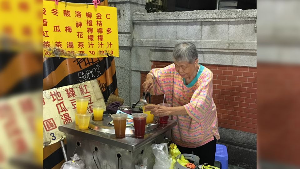 《予馨採訪日記》師大夜市甜湯奶奶 堅守小攤販為中風夫