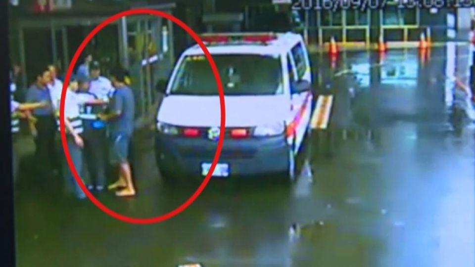不滿母送醫淋到雨 前村長父子毆119駕駛
