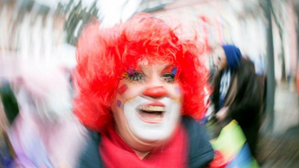 恐怖!美詭異小丑出沒 拿糖誘拐孩童進森林