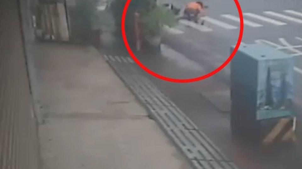 推人?意外?兩車碰撞摔昏迷 獨缺關鍵影像