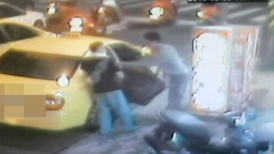 通緝犯騙警落跑 坐霸王車與運將互毆 逮正著