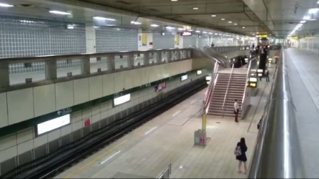 小南門站維修車脫軌!北捷松山新店線嚴重拖班