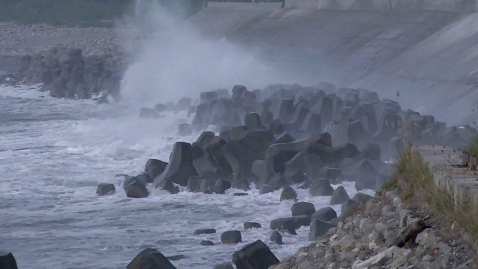 三颱共舞! 強颱莫蘭蒂暴風圈 估計凌晨觸陸