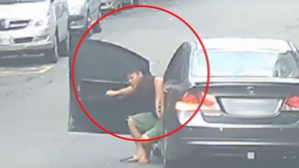 撞告示牌否認酒駕 監視器揪出「沿路狂吐」