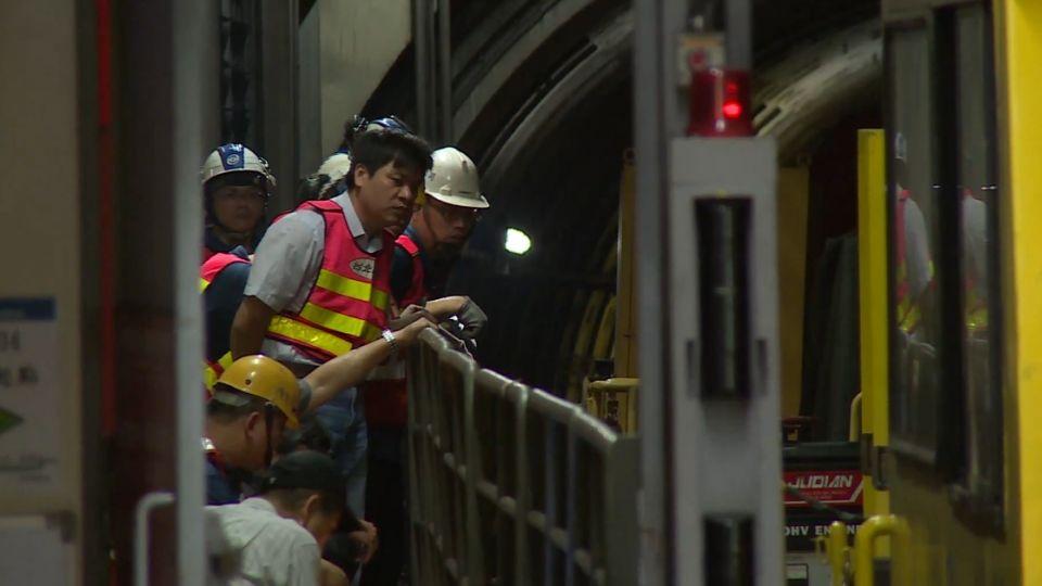 捷運工程車脫軌!癱瘓中山、小南門段 上班族氣炸