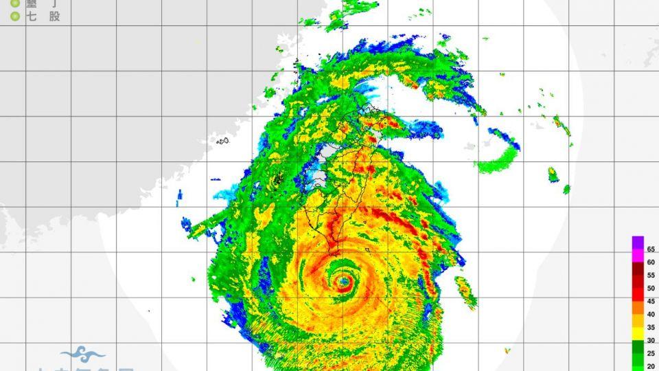 【影片】莫蘭蒂暴風圈籠罩!東半部、中部以南風雨漸增