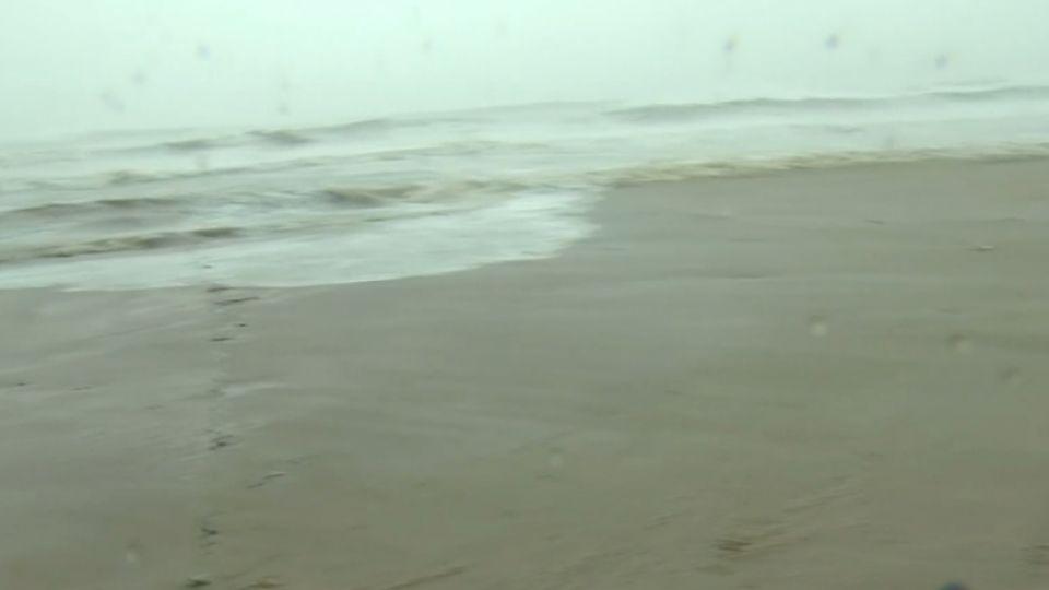 強颱橫掃墾丁 風強雨大海水倒灌屋搖晃