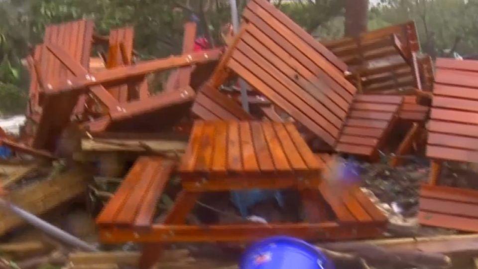 如「炸彈轟炸過」 南灣新開幕遊憩區幾全毀