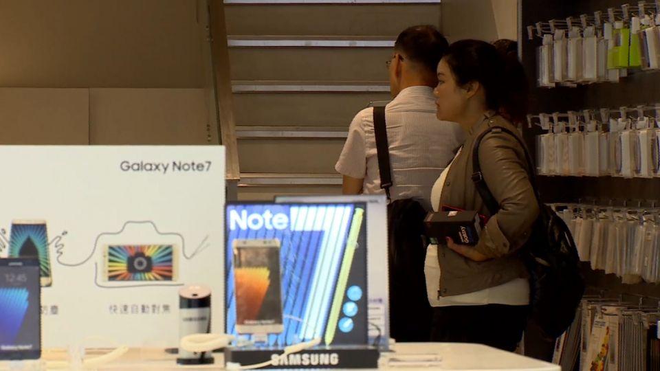 這次不是Note7… 英國女老師三星S7手中自爆