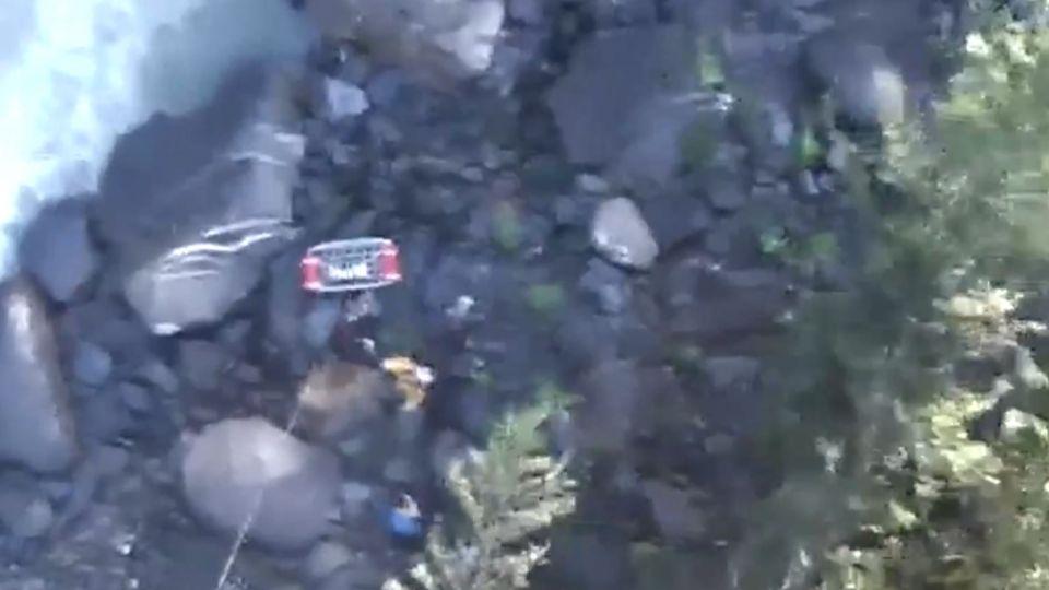 颱風天3登山客失聯困溪谷 空勤直升機救援