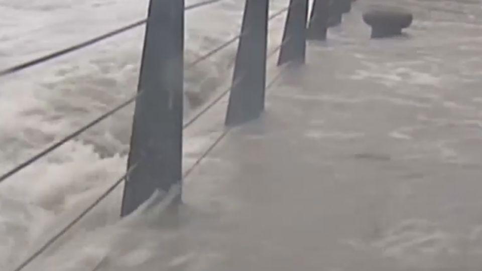 中颱馬勒卡續增強 暴風圈明晨觸陸