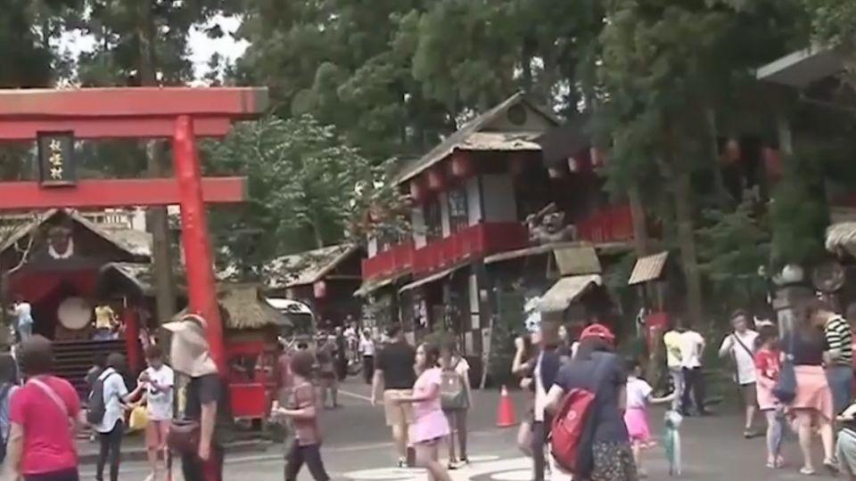 憂雙颱夾擊毀連假 民眾玩中部躲風雨!