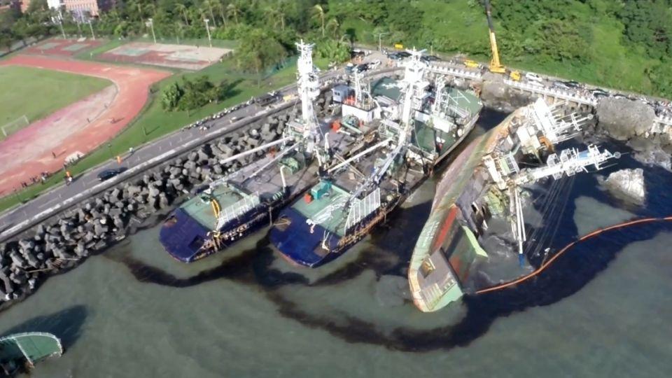 4漁船西子灣擱淺 48小時後2艘已拖離