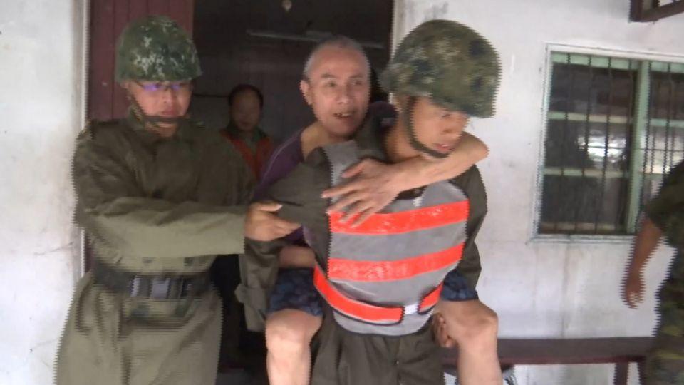 馬勒卡襲台! 千名國軍助防颱 入夜前完成撤村