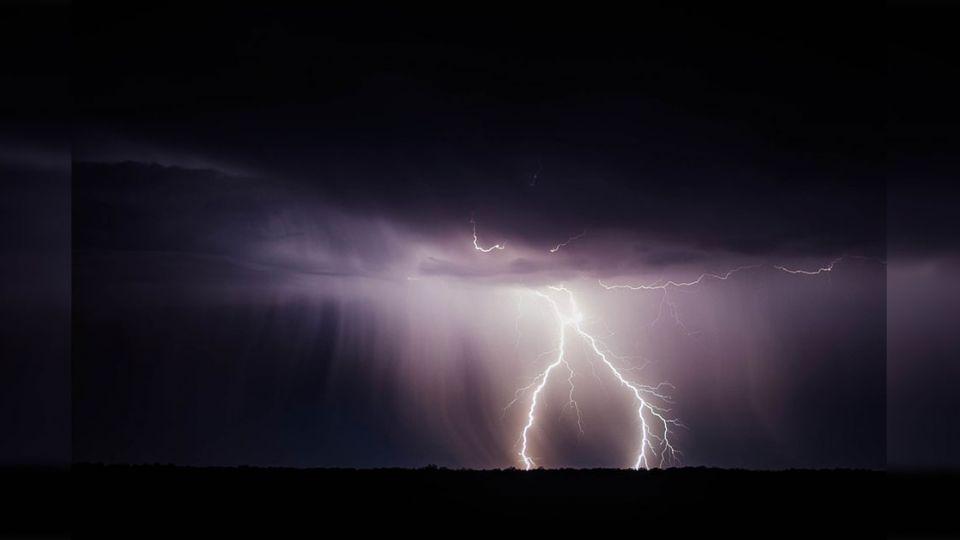 跌破專家眼鏡!世界最長閃電 像「中山高」貫穿南北