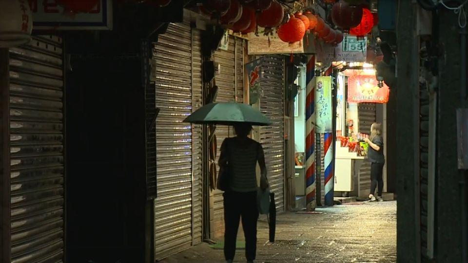 連假颱風攪局 九份人潮零星 店家苦哈哈