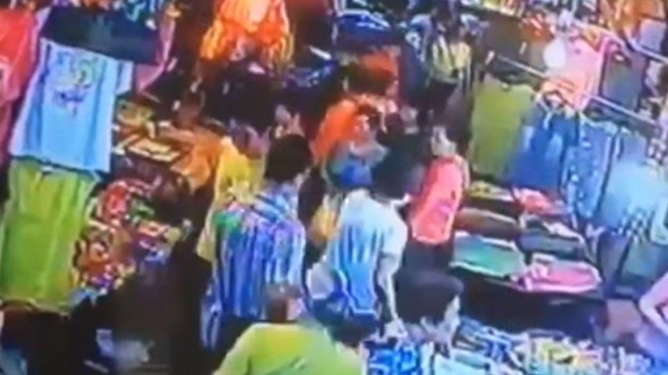 嫌犯踹警逃進台南市場 警方拔槍追捕擒賊