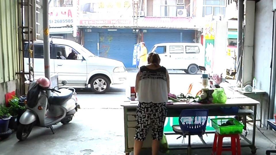 氣檳榔攤「買別家的魚」 魚販載兩子持槍恐嚇