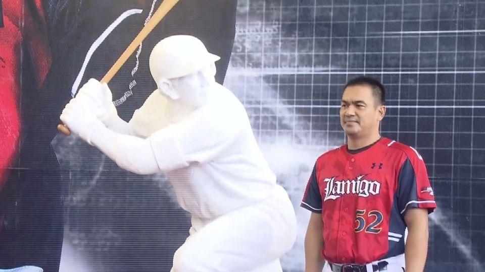 別罵了! 陳金鋒雕像「台灣巨砲」蓋住贊助商