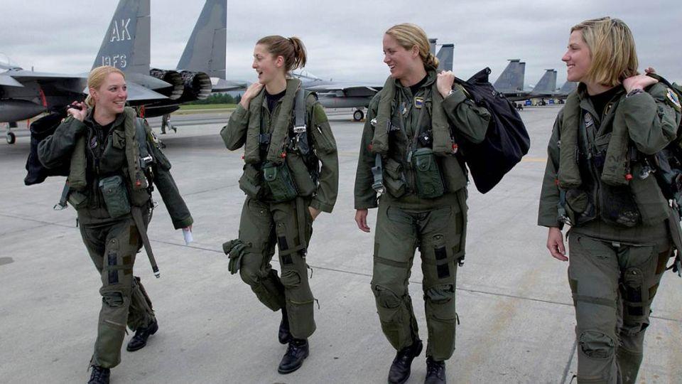 「女生當兵才公平」!逾5000人連署 蔡政府下個月須決定