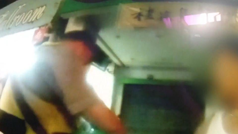 騎車抓寶遭攔查 還被發現酒駕違規 吃兩罪