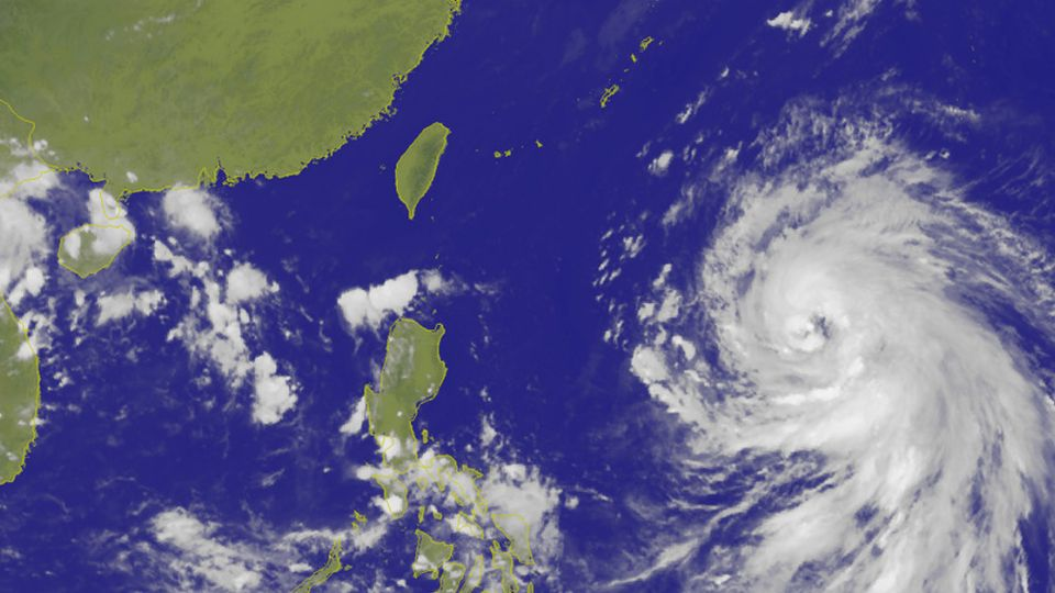 梅姬下午轉中颱直撲台灣 最快後天中午陸警