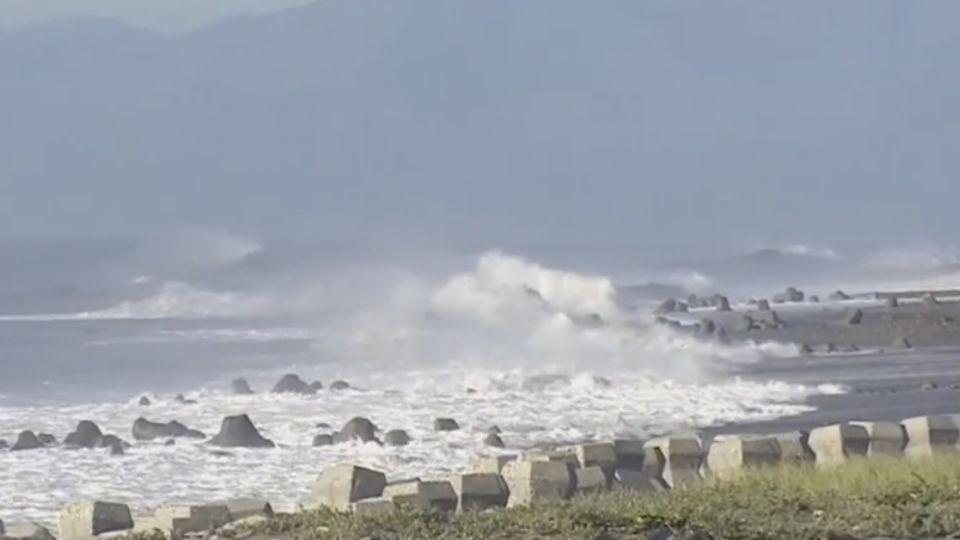 風雨前的寧靜 梅姬來襲太麻里出現三色海